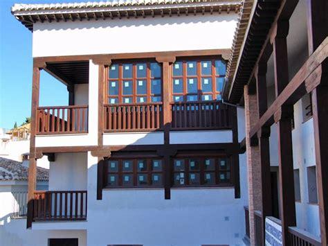 21 diseños de barandales que adornarán tu fachada