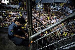 3,800 Inmates Crammed Into a Philippine Jail Built for 800 ...