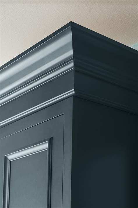tall crown moulding diamond cabinetry