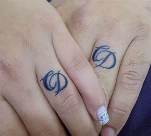 Tatouage Sur Doigt : tatouage sur les doigts les tatouages ~ Melissatoandfro.com Idées de Décoration
