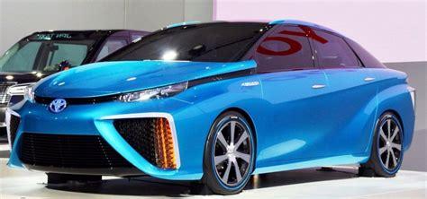 toyota camry hybrid xle sedan review ratings