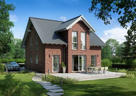 Häuser by Familienhaus Esprit Klinker Kern Haus Klinkerfassade