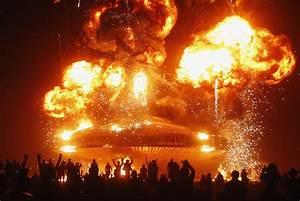 The Man burns during Burning Man 2013 arts and music ...