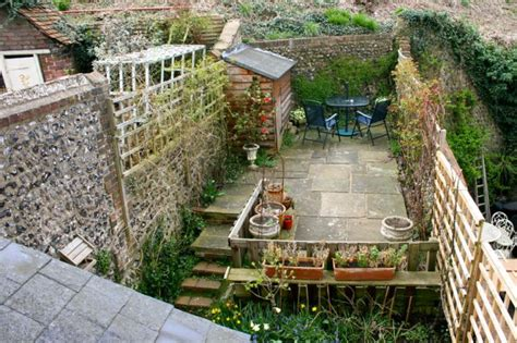 small garden ideas quiet corner