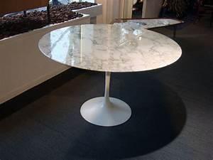Table Pied Tulipe : table ronde knoll table de lit ~ Teatrodelosmanantiales.com Idées de Décoration