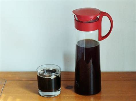 The home coffee maker is going viral as a trend because it rapidly brews a cup, but still, make sure that your drink has the original aroma and taste of think of the sweet taste and attractive aroma of a cup of coffee. 4 Different ways to make iced coffee and cold brew coffee at home. in 2019 | Iced coffee, Iced ...