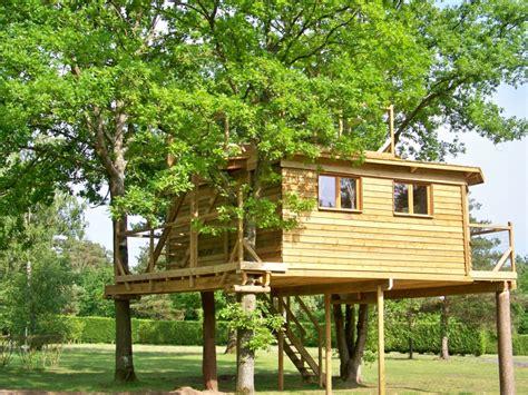 reservation chambre d hote la cabane dans les arbres séjournez dans nos cabanes