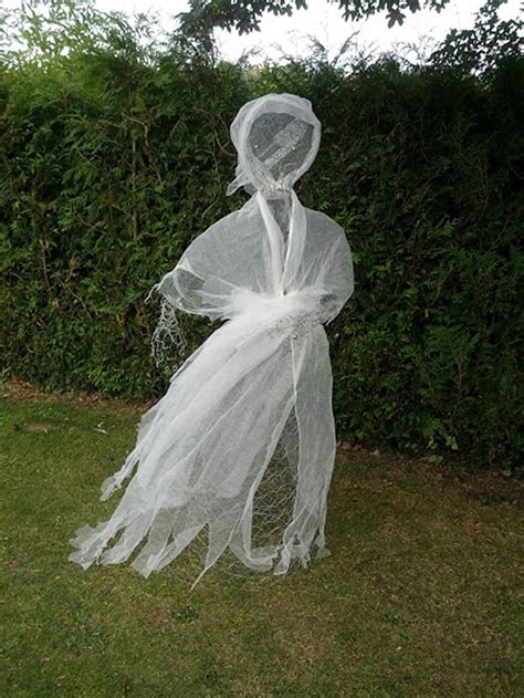 chickenwire ghost 50 awesome halloween decorations to make this year