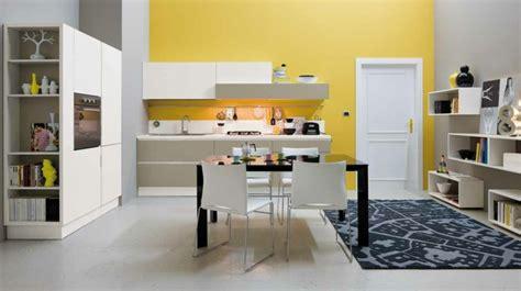 cuisine blanche et jaune déco cuisine moderne 50 propositions en couleurs vives