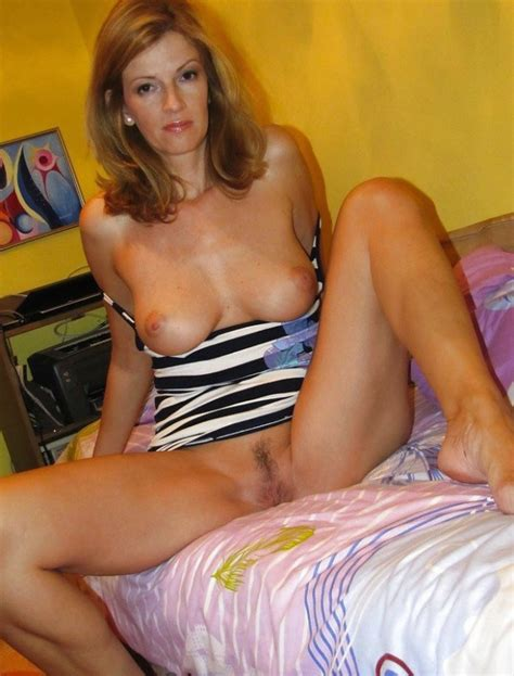 Hot Amateur Wife Shows Her Pussy And Tits