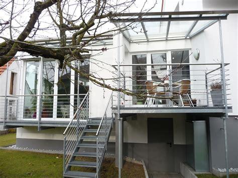 balkon mit treppe balkon terrasse mit treppe in den garten bauemotion de