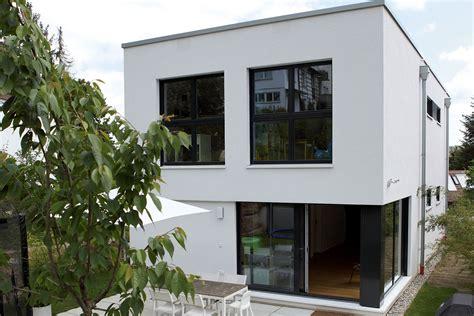 Moderne Schmale Häuser by Fertighaus Flachdach Modell Murano Ein Fertighaus