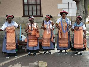 File:2008-02-09 Xhosa women.jpg - Wikimedia Commons