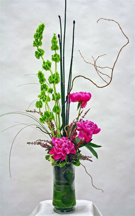 contemporary flower arrangements ideas 25 best ideas about modern floral design on pinterest modern floral arrangements modern