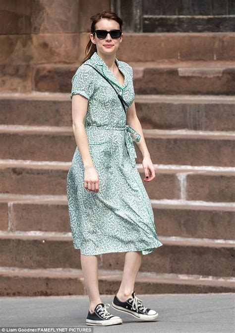 Emma Roberts hails back to the '50s in chic retro dress ...