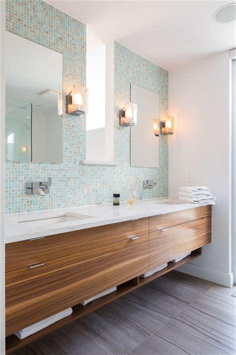 Badezimmerleuchten Modern by Serene Simplicity Contemporary Bathroom Toronto By
