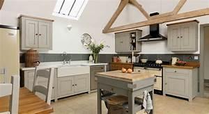 une cuisine ouverte de style campagne With renovation maison exterieur avant apres 4 comment choisir son plan de travail exterieur
