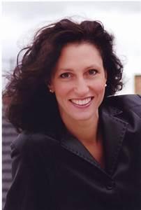 Stella Doufexis (Mezzo-soprano) - Short Biography