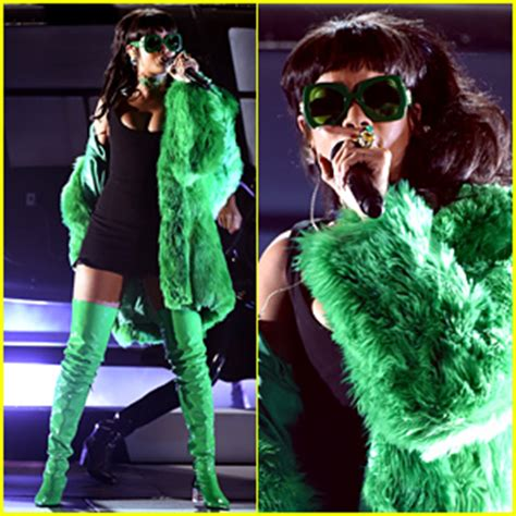 Rihanna Performs 'bitch Better Have My Money' At Iheart