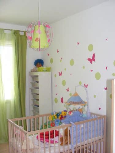 chambre bebe vert anis luminaire papillon vert anis et fabrique casse noisette