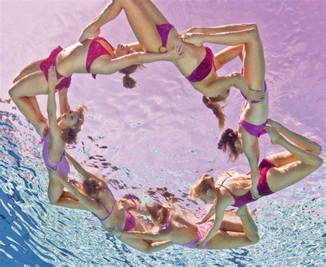 Underwater-synchronize-swimming-4