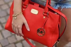 Michael Kors Rote Tasche : reiseoutfit goldene jeans hotpants ein schiefer turm brinisfashionbook ~ Frokenaadalensverden.com Haus und Dekorationen