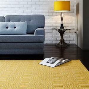 Tapis Salon Blanc : tapis de salon design jaune et blanc en laine et coton ~ Teatrodelosmanantiales.com Idées de Décoration
