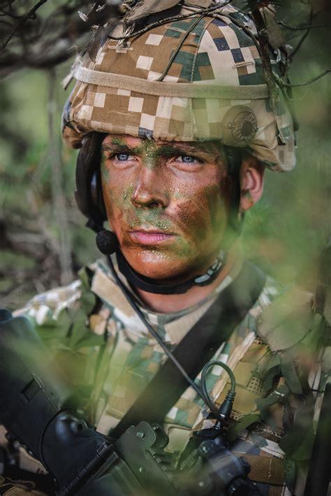 Nacionālo bruņoto spēku karavīri un zemessargi piedalās st ...