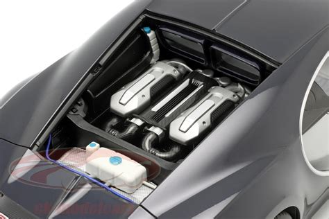The bugatti chiron will go, by my reckoning, only as fast as its tyres will allow before they explode. AUTOart 1:12 Bugatti Chiron Baujahr 2017 gletscher weiß ...