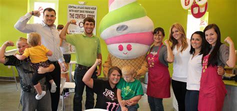frozen yogurt frozen yoghurt yogurt shop wwwmenchiescom