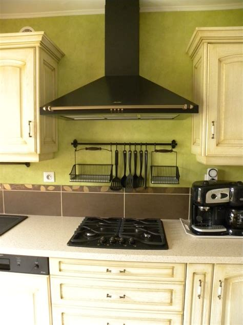cuisiniste omer cuisine contemporaine ocre clair patine dorée gilles martel