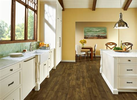 armstrong flooring farmhouse plank armstrong luxe fastak farmhouse plank natural luxury vinyl flooring 7 25 quot x 24 3 quot arma6710761