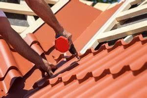 Dach Neu Eindecken : dacheindeckung flachdachabdichtung dachfenster sturmsch den rund ums dach ihr dackdecker ~ Whattoseeinmadrid.com Haus und Dekorationen