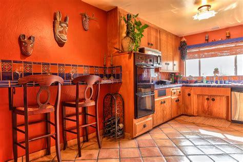 renovating kitchen cabinets armoires de cuisine de style espagnol r 233 nover sa cuisine 1852