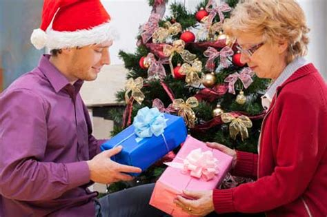 8 Holiday Gifts Ideas For Seniors