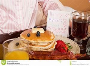 Frühstück Am Bett : muttertag fr hst ck im bett stockbild bild von hotel tellersegment 51472919 ~ A.2002-acura-tl-radio.info Haus und Dekorationen