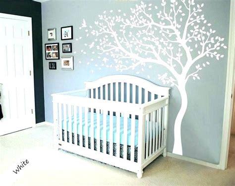 Kinderzimmer Junge Wandgestaltung Auto by Babyzimmer Tapete Blau Punkten Musterteppich Jungen