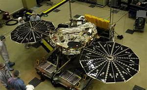 Space Images | Both Solar Arrays Open on Phoenix Mars Lander