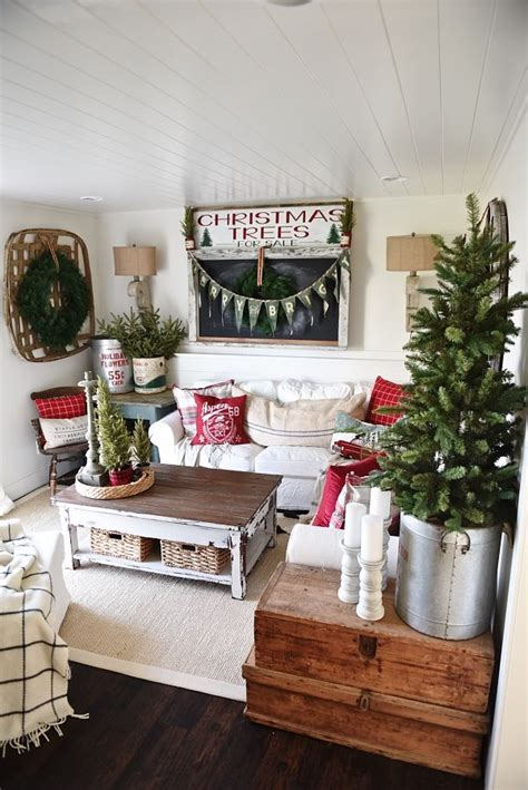 bungalow christmas house 17 best ideas about cottage decorating on