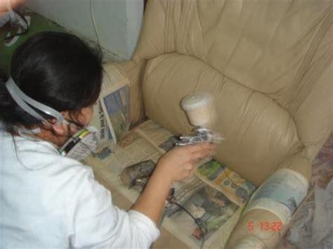comment nettoyer un canapé en simili cuir comment peindre un fauteuil en simili cuir
