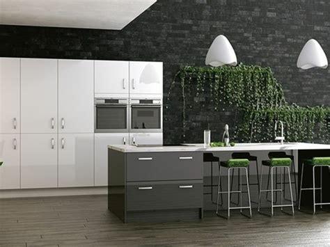 cuisine mur et gris cuisine gris anthracite 56 idées pour une cuisine chic