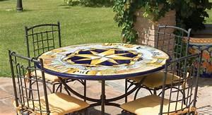 Tavolo rotondo in pietra lavica ROSA DEI VENTI ANTICA