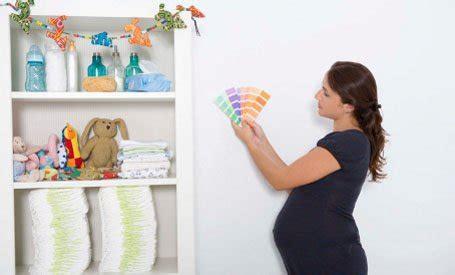 peinture mur chambre bebe une chambre où bébé sera bien leroy merlin