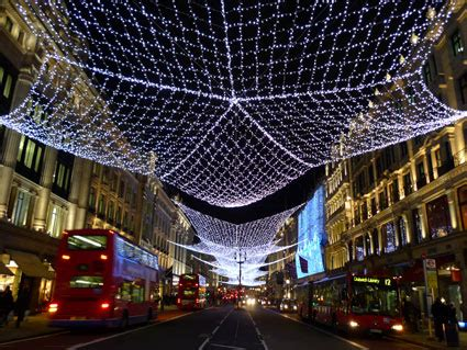 christmas decorations in wandswarth shopping centre london di natale 2011 a londra friendly rentals