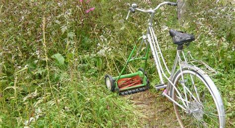 Rasen Vertikutieren Sommer by Rasen Vertikutieren Im Sommer Vertikutieren Den Rasen Auf