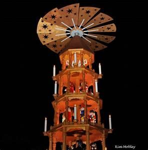 Große Weihnachtskugeln Für Außenbereich : gro e weihnachtspyramiden f r den au enbereich fredericksburg texas ~ Eleganceandgraceweddings.com Haus und Dekorationen