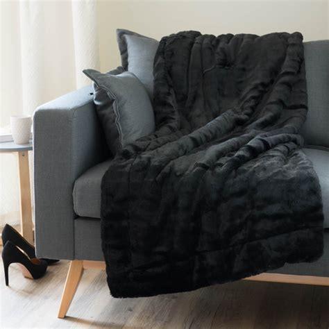jete de canape noir jeté en fausse fourrure noir 150 x 180 cm soho maisons