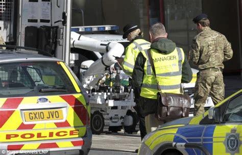 bureau de recrutement militaire en bref info monde news info world bombes irlandais retour en grande bretagne les engins