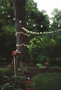 Guirlande Lumineuse Jardin : guirlande lumineuse accroch e aux arbres pour d corer le jardin de nuit jardin lumi re et ~ Melissatoandfro.com Idées de Décoration