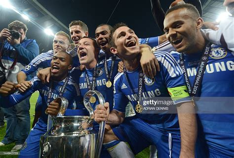 Chelsea's players pose with the trophy after the UEFA ...
